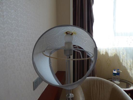 Lihao International Hotel: Burnt lamp in room!!