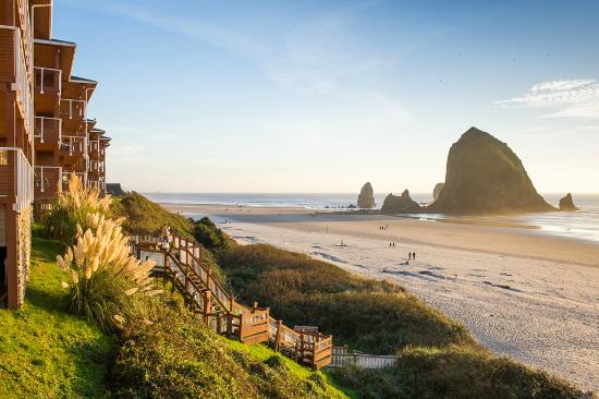 Hallmark Resort & Spa Cannon Beach: Closest resort to Haystack Rock!