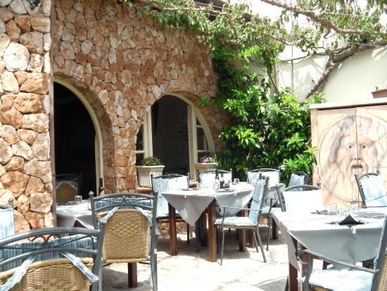 Bella Roma: Courtyard