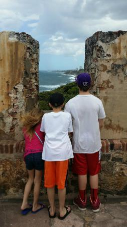 Site historique national de San Juan : My beautiful kids on watch from the fortress!
