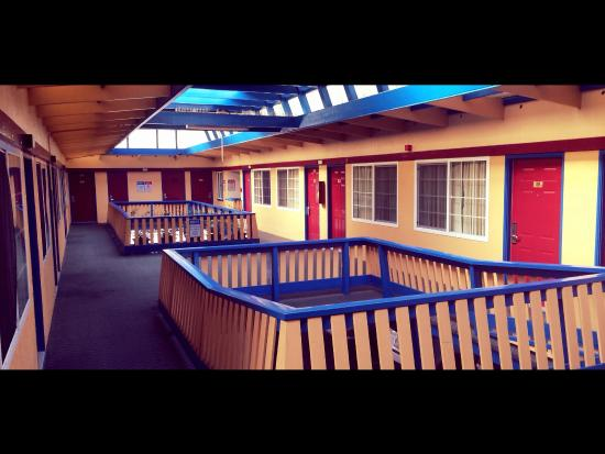 Town House Motel: Classic Courtyard View