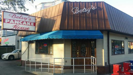 Betsy's Pancake House: Front View