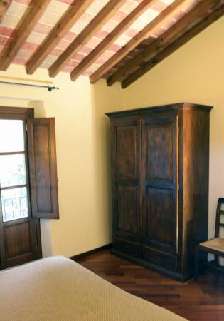 Hotel Villa Campomaggio Resort & Spa : Wardrobe in the Apartment Bedroom
