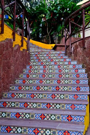Saligao, India: Steps from the pool to the gardens