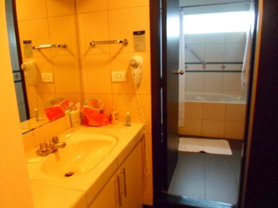 Ananay Hotel San Isidro: Banheiro