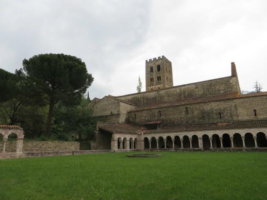Saint-Michel-de-Cuxa : The tower and cloisters