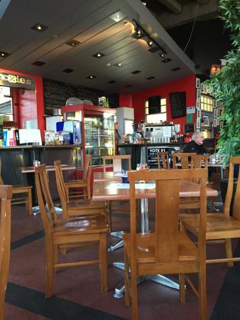 Moxies Cafe : Interior