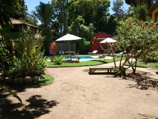 Pousada Raízes do Brasil: Área de piscina