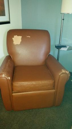 Candlewood Suites - Des Moines: Torn recliner in my room