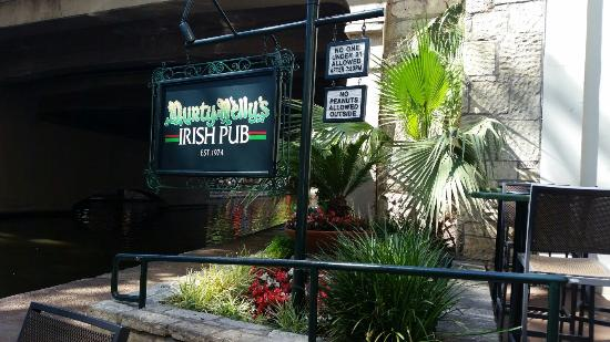 Durty Nellie's Irish Pub