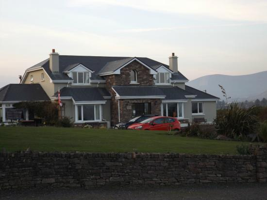Dunlavin House: front view of house-plenty of parking