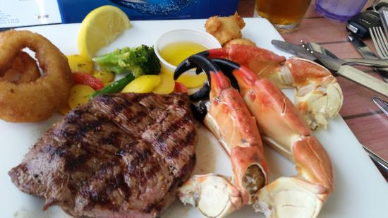 Moore's Stone Crab Restaurant: Stone crab and steak. expensive!