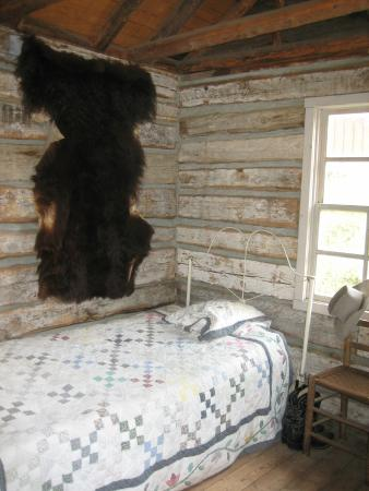 The Kern Valley Museum : Bed in the rescued cabin.