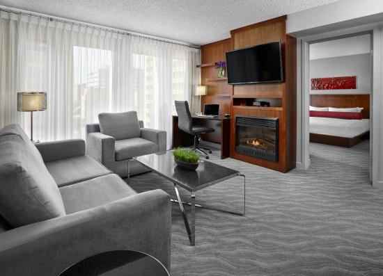 Matrix Hotel: Guestrooms | Sterling Suite Living Area