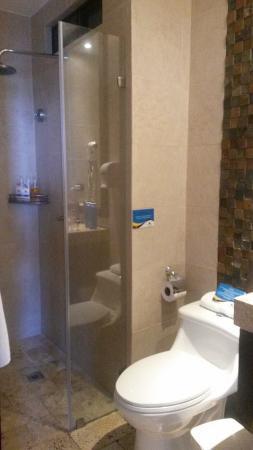 Isla Sol by Hotel Solymar: Baño de habitación