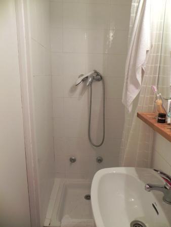 Hostal la Zona: душ