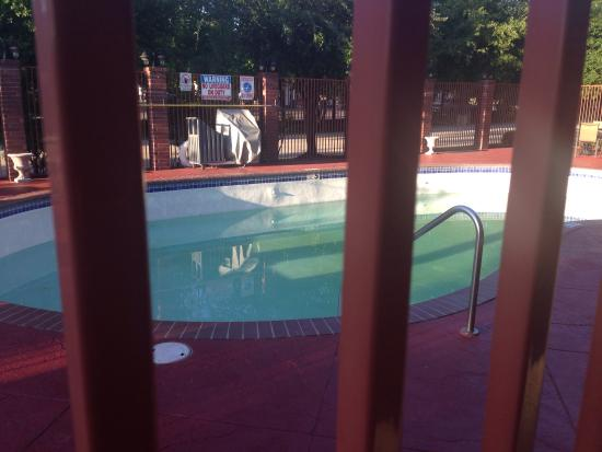 Best Western Plus The Woodlands: And the entire week w no pool as promised via my contract w Best Western Brand!