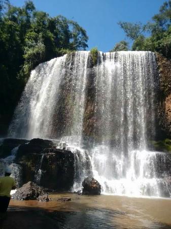 Astor Waterfall: Linda cachoeira.