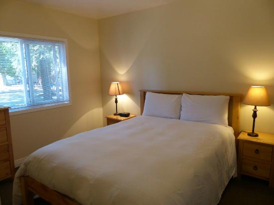 Riverbend Resort: One Bedroom Cottage Master Bedroom
