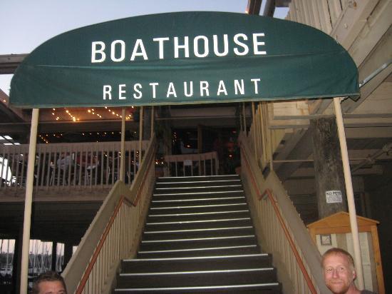 Boathouse Restaurant: Entrance and signage