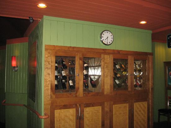 Boathouse Restaurant: Wine cabinet