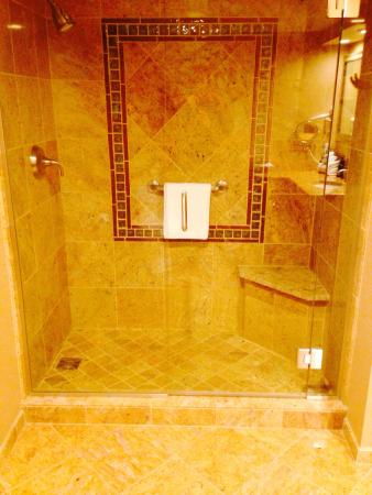 The Lodge Casino: Great showers