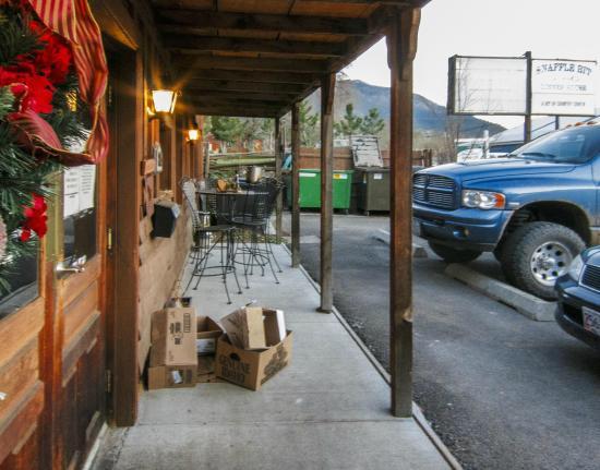 Snaffle Bit Dinner House: Front Door of Snaffle Diner