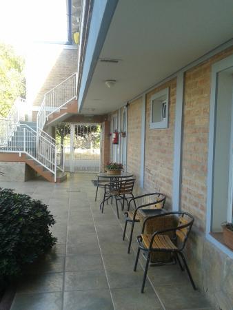 Hotel Costa Limay : Area externa del hotel. Separado con pared y rejas de la calle