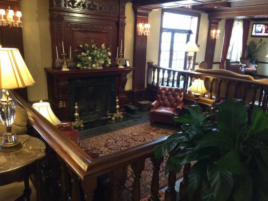 The Madison Hotel: Lobby