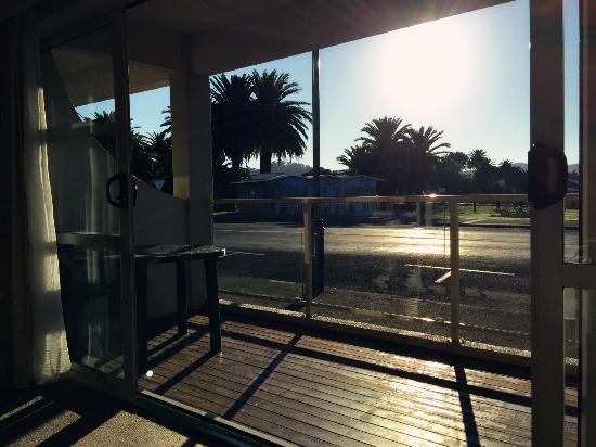 Senator Motor Inn: sunrise