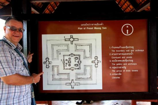 Prasat Hin Mueang Tum: Map of the structure of the Khmer Temple and grounds