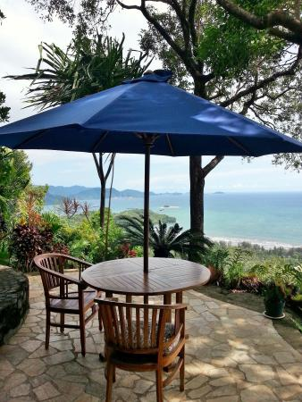 Air Manis Hill Residence: Lots of lovely places to sit