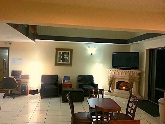 Days Inn Portage: Comfy, Quite Lounge
