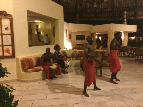 Baobab Beach Resort & Spa: espectaculos todos los dias, en once dias no vi ninguno repetido