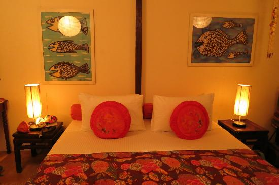 Tiger Rock: Romantic bedroom facing the balcony