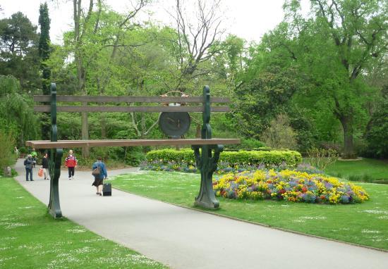 Espace fleuri picture of jardin des plantes nantes for Restaurant jardin des plantes nantes