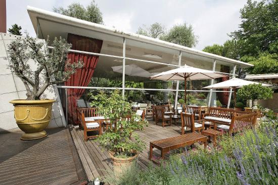 La salle de restaurant picture of le jardin des sens for Jardin des sens saigon