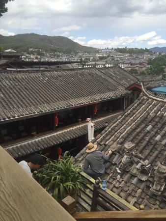 Yuegulou Hostel Lijiang Quyuan: view from terrace