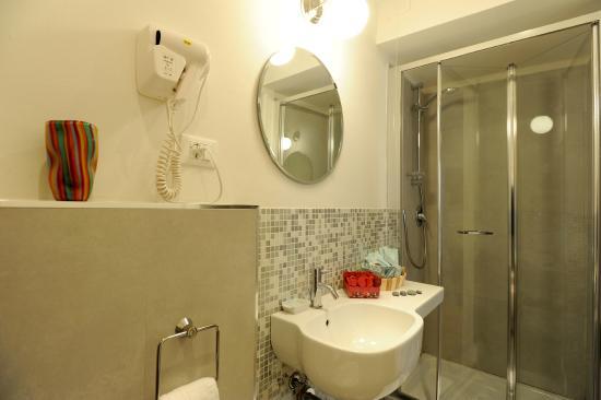 Honey Rooms Ferrara: bagno
