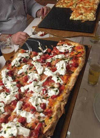 pizza al metro picture of ristorante pizzeria la pieve chiampo tripadvisor. Black Bedroom Furniture Sets. Home Design Ideas
