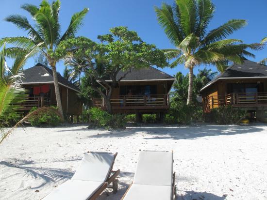 Aitutaki Seaside: View of bungalows