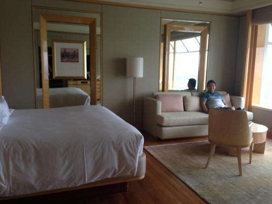 The Ritz-Carlton Millenia Singapore: Over 500+ square feet room & Over 500+ square feet room - Picture of The Ritz-Carlton Millenia ...