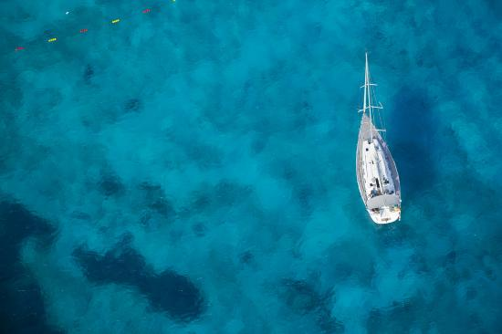 Manana Yacht Charter