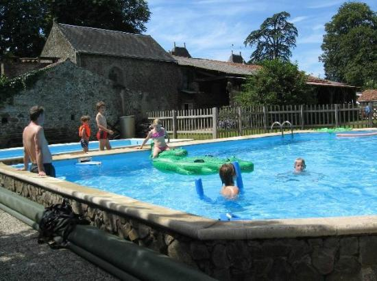 Ch teau de la cacaudi re pouzauges vend e voir les for Piscine pouzauges