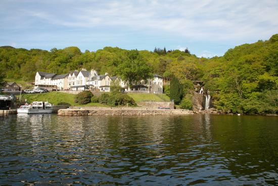 Inversnaid, UK: Inversnaid Hotel from Loch Lomond