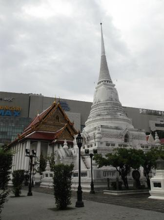 Wat Pathum Wanaram - Foto de Wat Pathum Wanaram, Bangcoc ...