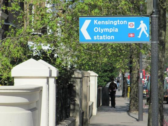 The Kensington Studios : Sign to public transportation