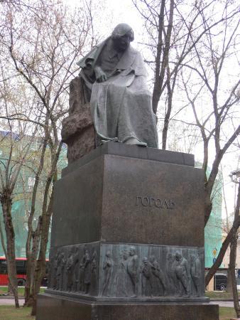 Gogol Statue
