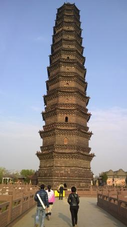 Kaifeng Iron Tower Park : a tall ancient beauty