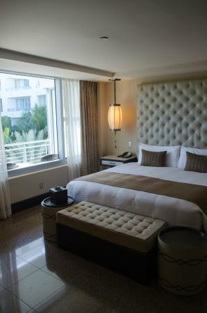 National Hotel Miami Beach: cabana room-modern luxury